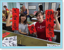 photo: The foreign students wrote calligraphy.